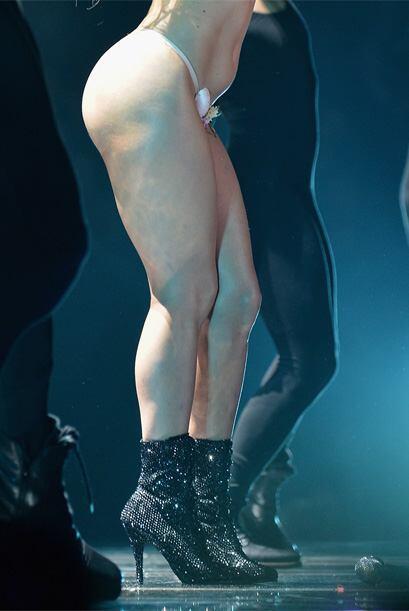 Ya estamos acostumbradísimos a ver a esta cantante prácticamente desnuda.