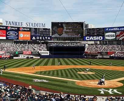 El estadioPara la temporada 2009, los Yankees dieron la bienvenida al Nu...
