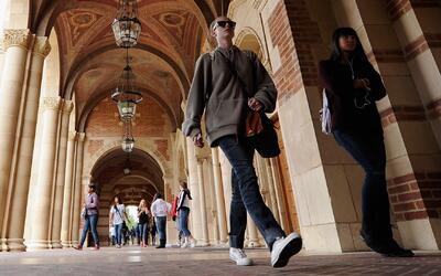 Universidades públicas de California enfrentarán nuevas restricciones fi...