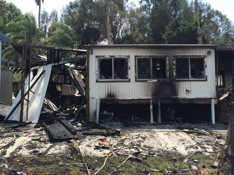 Al menos siete casas móviles fueron destruidas por un incendio qu...