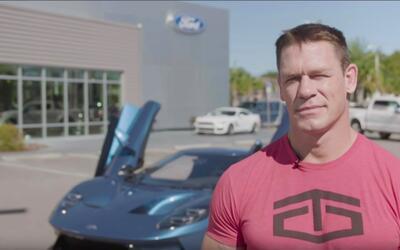 John Cena y el Ford GT 2017 azul líquido del cual fue propietario...