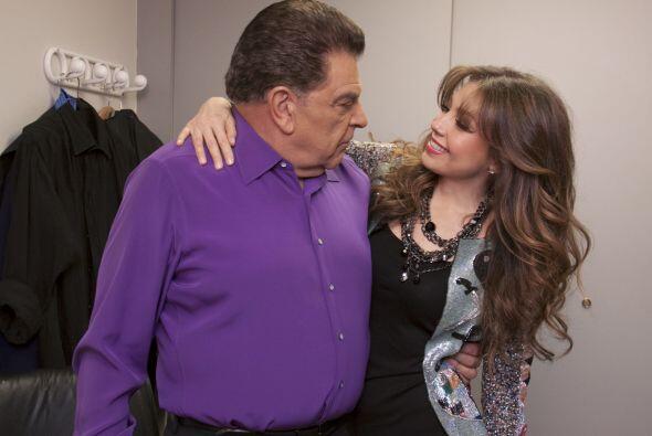 Hasta su camerino llegó la cantante Thalía, quien quer&iac...