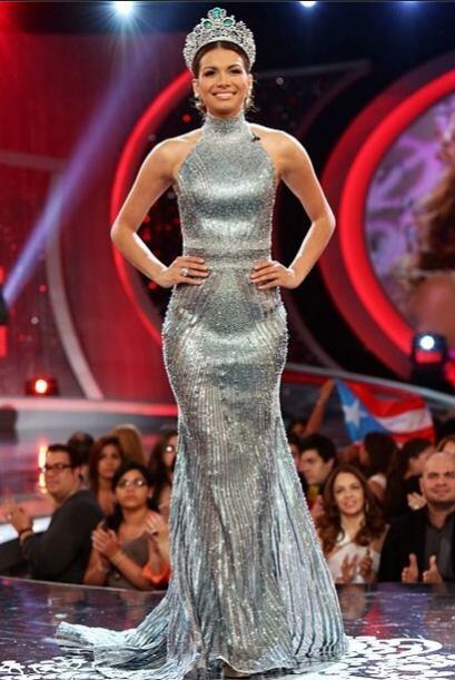 Marisela lució este entallado y muy sexy vestido de gala para coronar a...