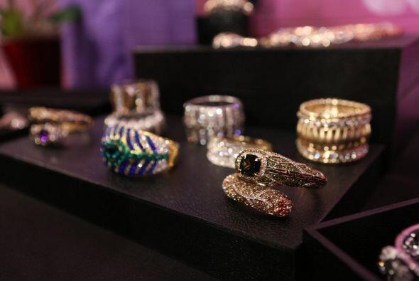 Para ver todos sus diseños pueden visitar su sitio oficial www.CharlieLa...