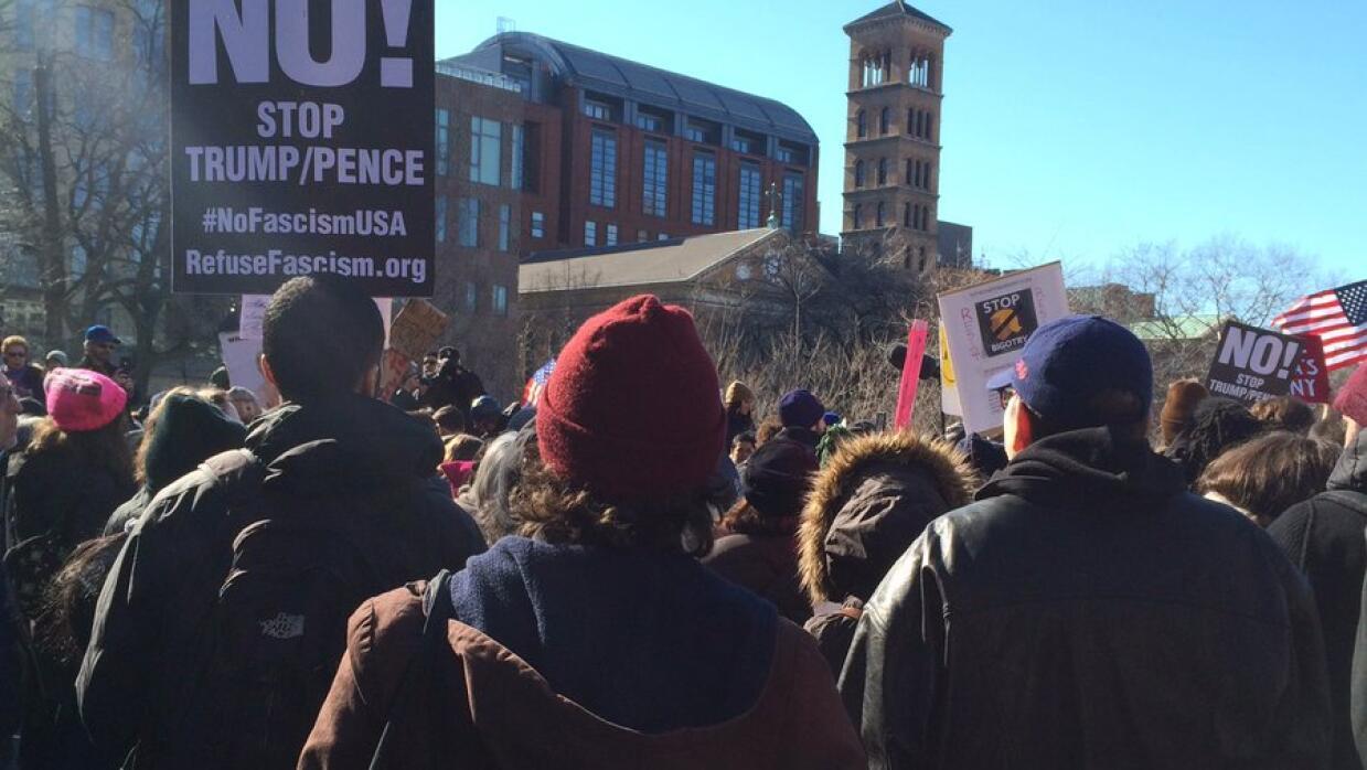 Los neoyorquinos se unieron a la convocatoria a la huelga nacional desde...