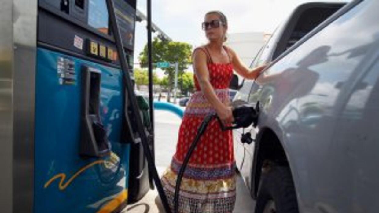 Los precios del combustible aumentaron por lo menos 40 centavos de dólar...