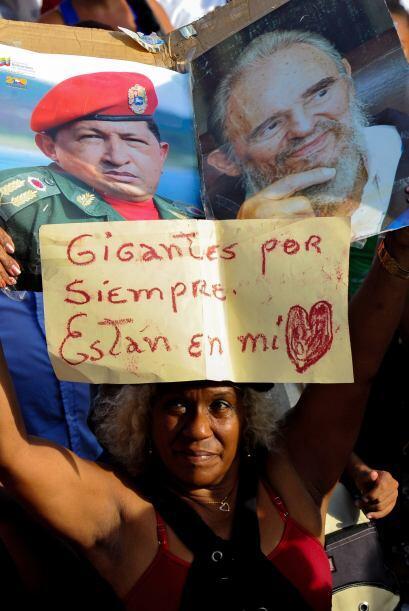Opositores y oficialistas salieron a las calles de Venezuela en el marco...