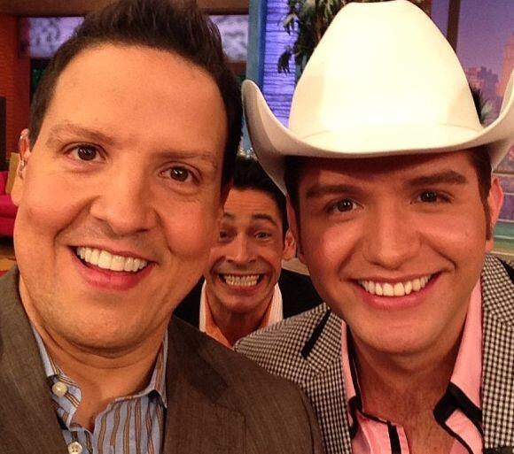 """""""Con El Dasa y mi compadre Johnny Lozada. ¡TALENTO PURO MIJO!"""", el mensa..."""