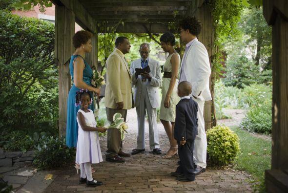 Ya que será una boda sencilla, solo cuenta con tus invitados más persona...