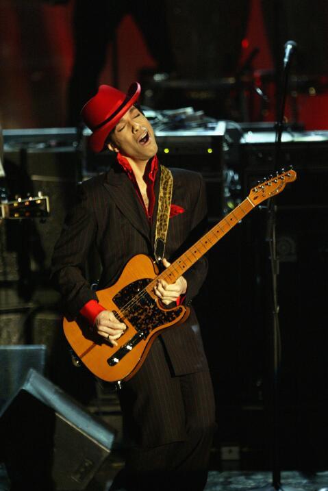 Prince, leyenda de la música, muere a los 57 años GettyImages-3098717.jpg