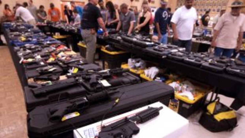 El 70 por ciento de las armas ligeras de todo el mundo están en manos de...