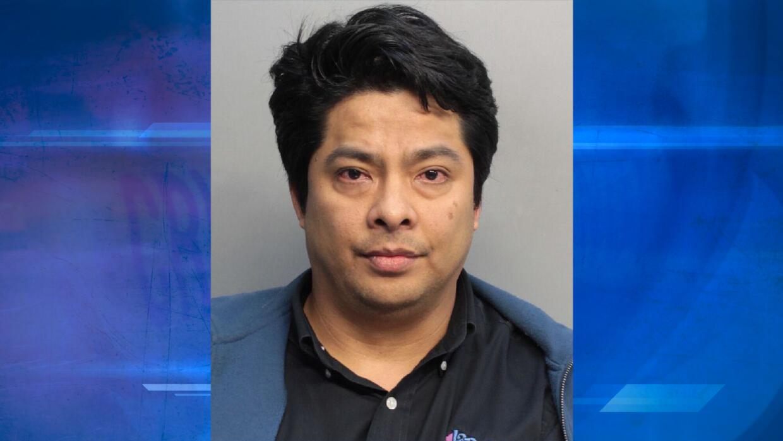 Arrestan a gerente de restaurante por cámara oculta en baño de mujeres