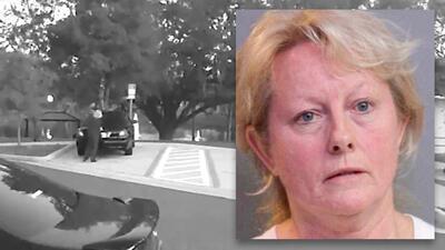 Teresa Bradley, alcaldesa de Davenport, fue arrestada y liberada luego d...