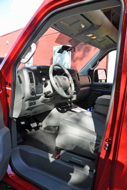 El motor está instalado hacia el frente y no al revés como en una van, p...