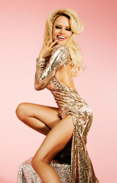 La sexy rubia protagoniza la nueva campaña de la marca Missguided.