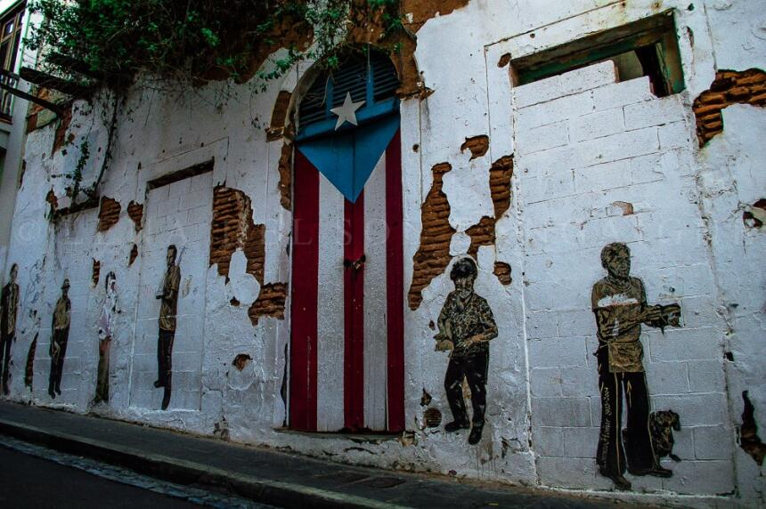 Lena del Sol, artista nacida en Toronto de padres puertorriqueños y cria...