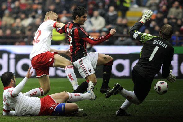 Ante atacantes como Ibrahimovic, Pato o Cassano, Gillet mostró su talent...
