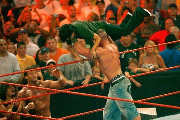 John Cena fue el ganador del 21° Royal Rumble y, en 2003, obtuvo el prem...