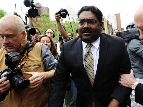 El fundador del grupo Galleon, Raj Rajaratnam, fue hallado hoy culpable...