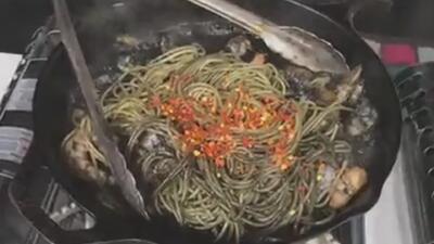 Zona Social: aprende a preparar espagueti en tinta de calamar