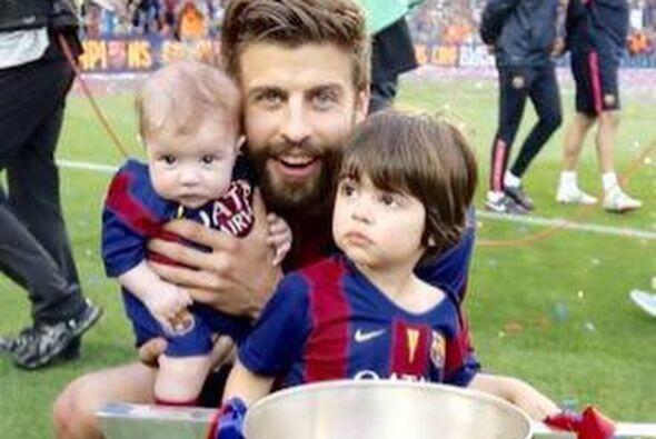 Piqué festejó el triunfo del Barcelona en la liga con esta foto.