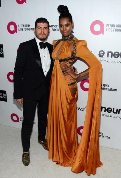 El diseñador Eli Mizrahi con la modelo Jessica White atienden  el 22nd....