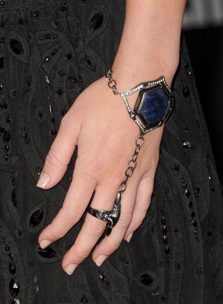 ¡Los anillos con cadena son otra tendencia que viene fuerte! Nada será m...