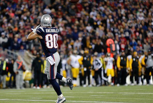 En el primer cuarto Tom Brady lanzó un pase de 34 yardas a su rec...