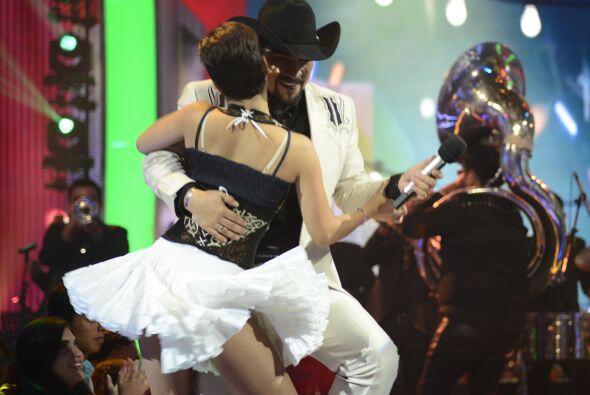 """Enrique Tello bailó con """"La María"""" y se llevó los aplausos de la gente."""