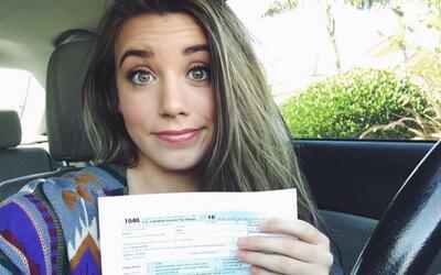En video: Una 'dreamer' sube a Facebook una foto haciendo sus impuestos...