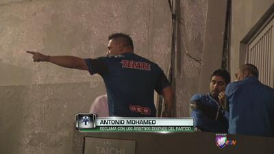 Antonio Mohamed intentó encarar al árbitro por su expulsión