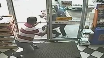 Un comerciante fue atacado en junio del año pasado en una gasolinera de...