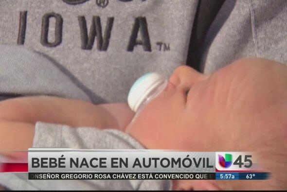 En las noticias insólitas, un bebé nació en automóvil luego de que a su...