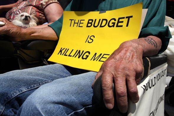 Taylor también dijo el presupuesto dependía de apartar cerca de 800 mill...