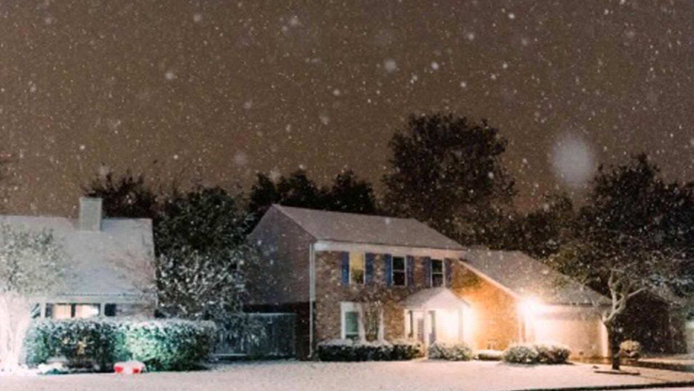 Muchos aprovecharon el raro evento para tomarse fotos, jugar con la niev...
