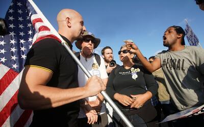 Tres arrestados por choques entre supremacistas blancos y proinmigrantes...
