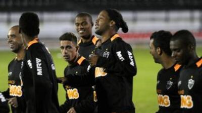 Atlético Mineiro, con Ronaldinho a la cabeza entabla el reto del Mundial...