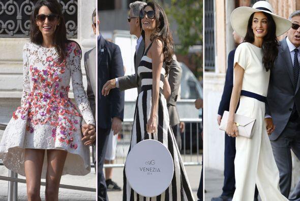 La ahora esposa de George Clooney lució en Venecia atuendos de diseñador...