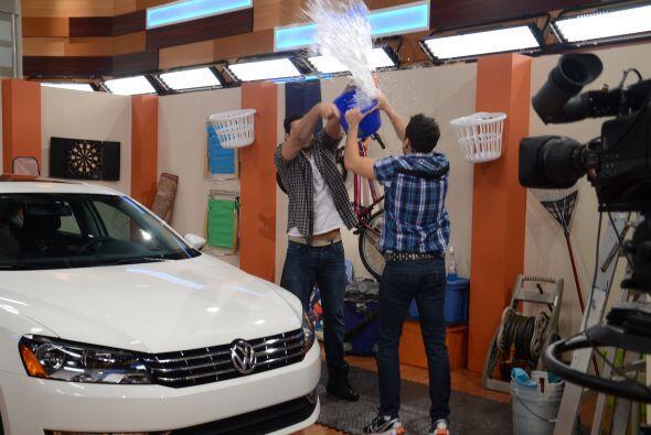 Mateo estaba enamorado de su auto y al verlo manchado buscó una solución...