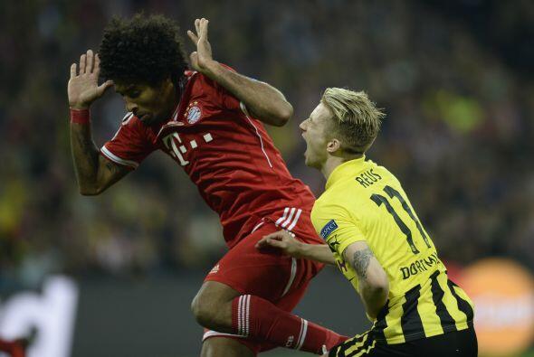 Ocho minutos después Dante entro con torpeza a la marca de Marco Reus y...