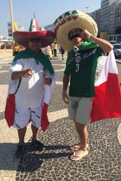 Entre los aficionados que acudieron al partido de México contra Brasil h...