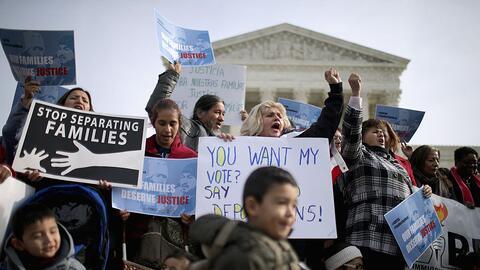 Inmigrantes frente a la Corte Suprema.