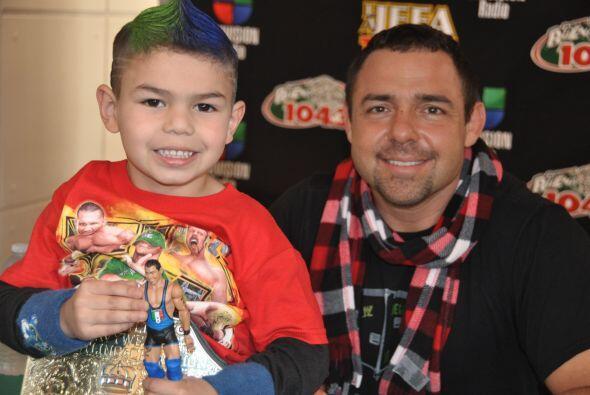 Fanáticos de la WWE RAW compartieron con el gran luchador Santino...