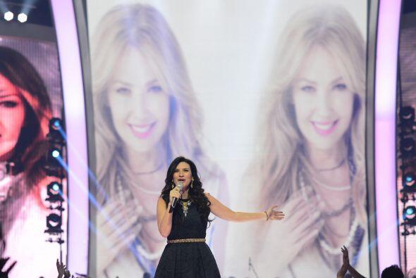Pudimos ver a Thalía en las mega pantallas del fondo.