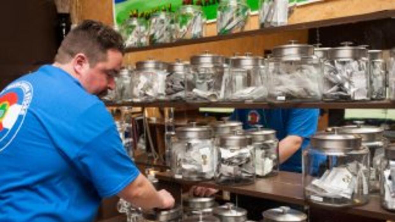 En la primera semana de la venta de marihuana para uso recreativo, estab...