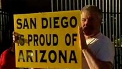 Expresando su apoyo al estado de Arizona.