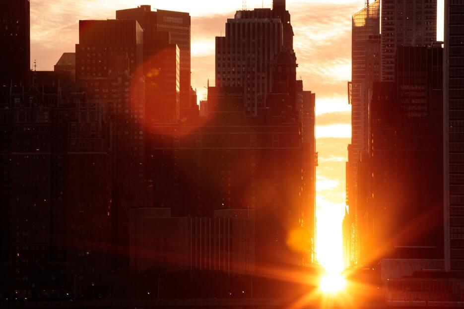 El astrofísico Neil deGrasse Tyson aconseja ubicarse al este en Manhattan.