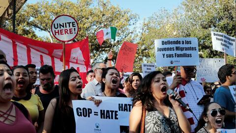 Beneficiarios de DACA salieron a las calles en Los Ángeles para p...