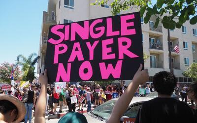 """""""Cobertura para todos ahora"""": el mensaje de una manifestante e..."""