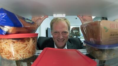 """Retractan 13 estudios de un prestigioso científico considerado el """"experto en comportamiento alimenticio"""""""